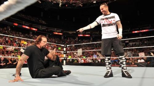 CM Punk macht sich über Kevin Nash lustig