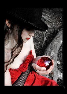 Frau mit roter Kugel