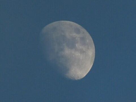 Mond_002