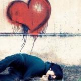 Emo mit einem Herz